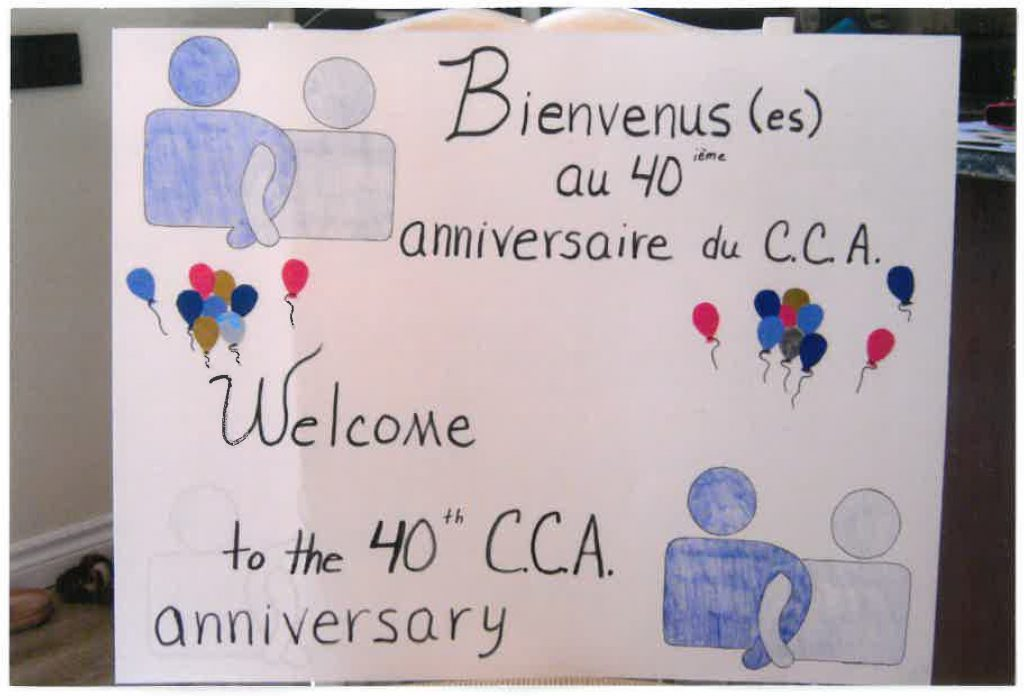 A hand drawn welcome sign with CCB logos. The words read Bienvenus(es) au 40ième anniversaire du CCA Welcome to the 40th CCA anniversary.